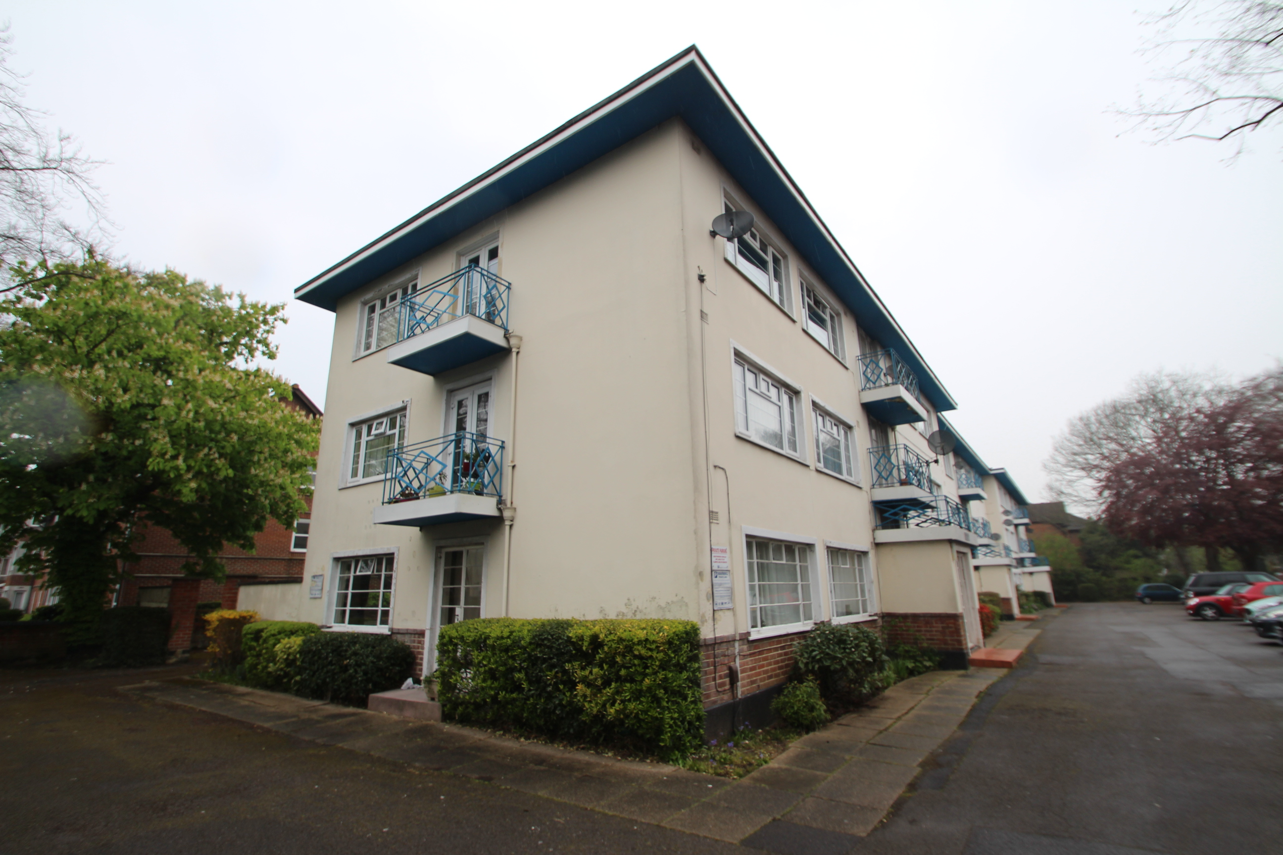 2 bedroom flat for sale banister road Southampton